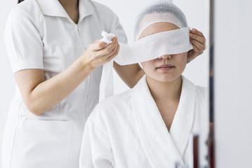 Nurse that bandaged woman's eyes