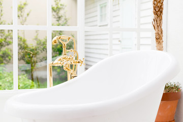 white bathtub image