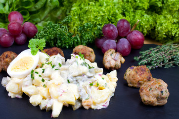Kartoffelsalat mit Frikadellen