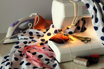 Sewing machine and the necessary accessories for sewing.