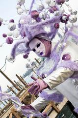 Maschera di carnevale bianca e viola