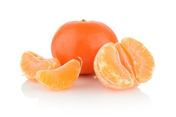 Studio shot tangerines with pieces isolated on white