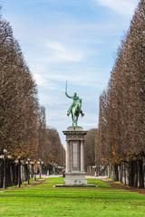 パリ シモン・ボリバル像