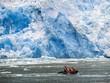 Leinwandbild Motiv Schlauchboot am Gletscher San Rafael