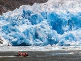 Touristenboot am Gletscher San Rafael