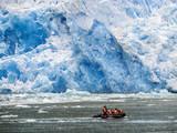Schlauchboot am Gletscher San Rafael