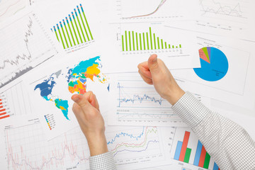 Working with financial data - thumbs up - focus on graphs