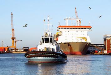 Schlepper, Frachtschiff, Hafen