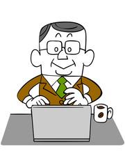 ノートパソコンを使う年輩のビジネスマン