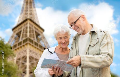 senior couple on city street - 76502547