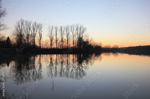canvas print picture Sonnenuntergang am See im Winter