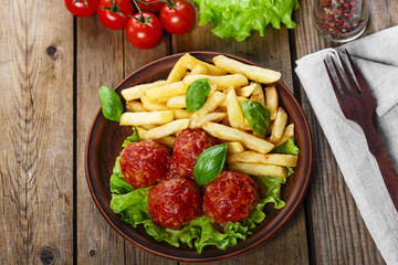 meatballs in tomato sauce with french fries