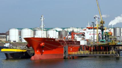 Oil terminal & tanker