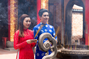 Vietnamese couple with incense sticks