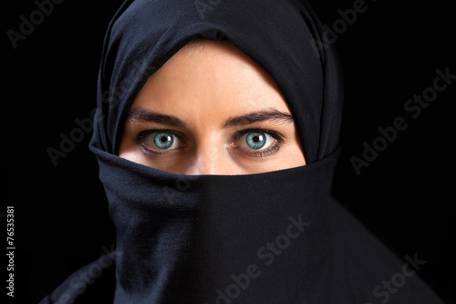 canvas print picture Muslim woman wearing the face veil