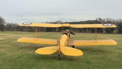 Panning con aereo antico restaurato