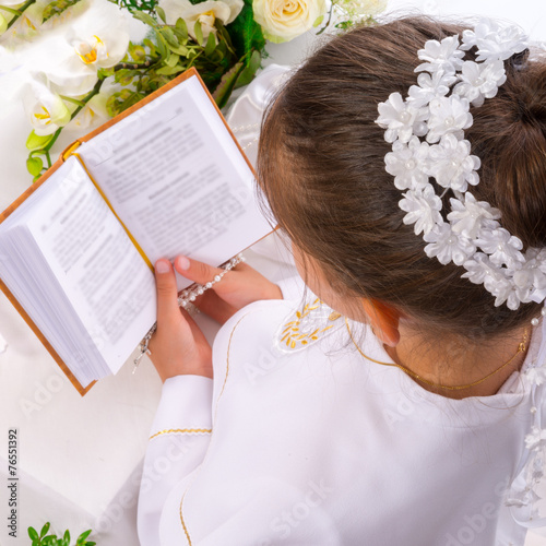First Holy Communion - 76551392