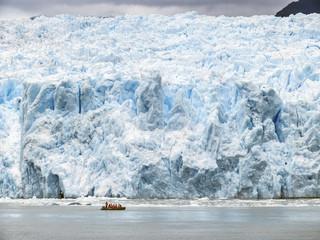 Zodiak Schlauchboot am Gletscher San Rafael