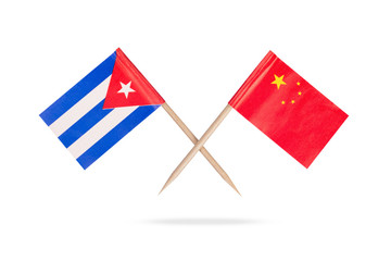 Crossed mini flags Cuba and China