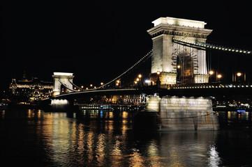 Chain bridge in Budapest at night