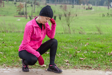 Young athlete woman feeling lightheaded