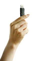USBメモリを持つ女性