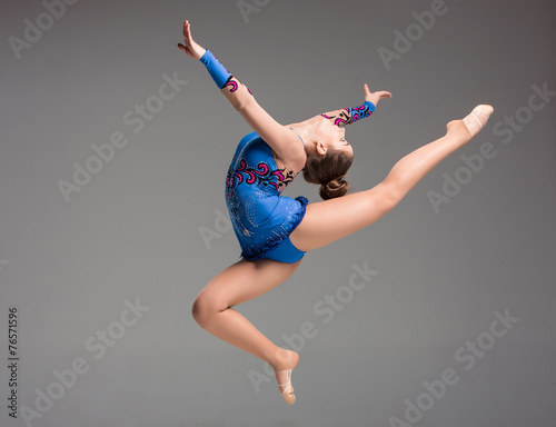teenager doing gymnastics dance