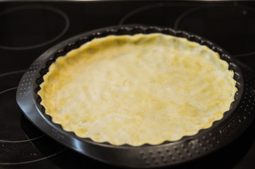 Preparation of pie with cottage cheese and feta and tomatoes
