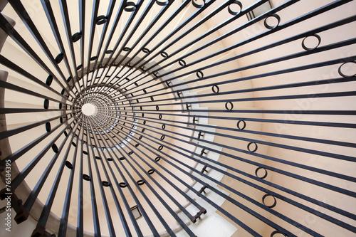 fototapeta na ścianę widok na spiralne schody
