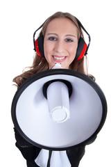 Junge Frau mit Megafon und Ohrschutz lacht
