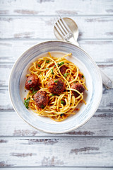 Linguine with meatballs, tomato sauce and parsley