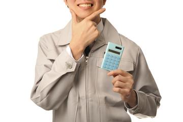計算機を持って笑顔の工場長