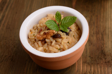 RISOTTO WITH MUSHROOMS AND WALNUTS