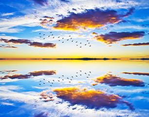 cielo y nubes en el agua