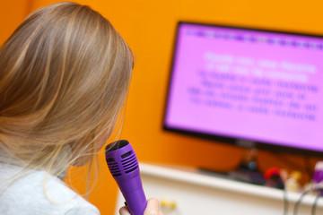 Cantare col karaoke