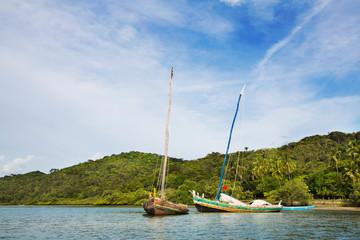 Selbstgebaute Segelboote aus Holz in Brasilien