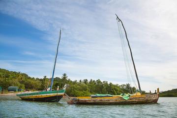 Segelboot in Holzbauweise in den Regenwäldern von Brasilien