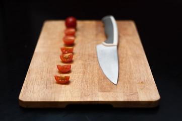 tagliere e pomodori