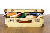 Alter Koffer voller Bücher - Studienreise