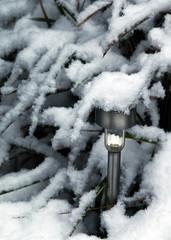 Bodenleuchte zugeschneit