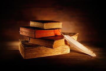 libro antico con penna