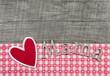 Holz Hintergrund mit Mama und Herz in Rot