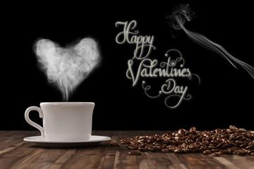 Herz aus einer Tasse Kaffee zum Valentinstag