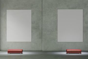 Zwei Leinwände an Wand im Museum