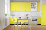 Gelbe Küchenzeile in kleiner Küche - 76650391