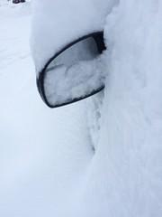 Rückspiegel im Schnee