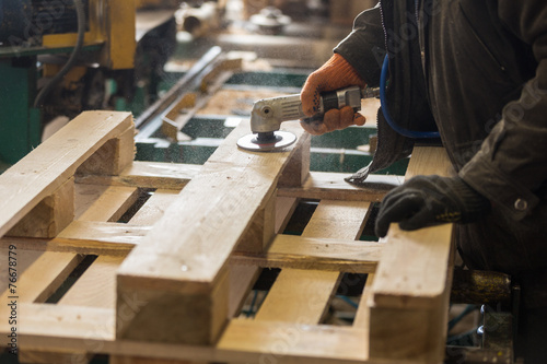 Leinwanddruck Bild Polishing of a wooden pallet