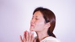 フェイスケアをする日本人女性