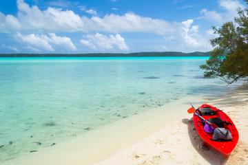 Reaching a desert island by canoeing