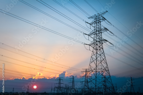 Tuinposter Openbaar geb. electric transmission tower